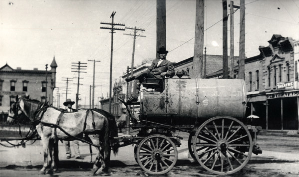 Horse-drawn_water_wagon